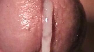 Cumming close up 01
