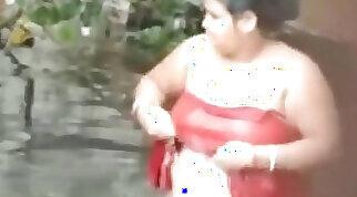 tamil aunty bath