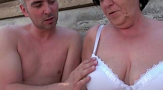 Blue eyed mature mommy fucks dick outdoor